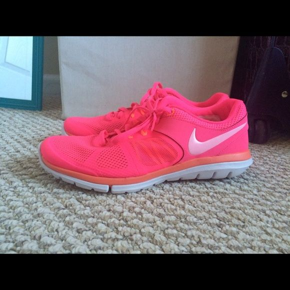 Women's Nike Flex Hyper Pink & Mango Hyper Pink and Mango Nike Flex size  Only worn two times and in great condition.
