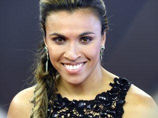 Jogadora Marta capota carro com três pessoas em Alagoas, mas passa bem - Futebol - iG