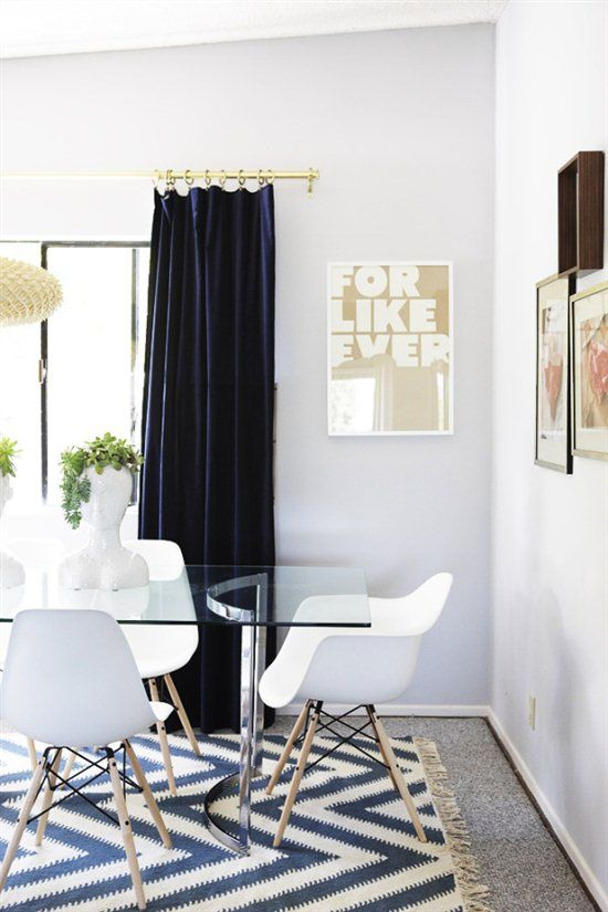 That rug is beyond!!Decor, Kitchens Chairs, Velvet Curtains, Dining Room Rugs, Dining Chairs, Diningroom, Breakfast Room, Emily Henderson, Design