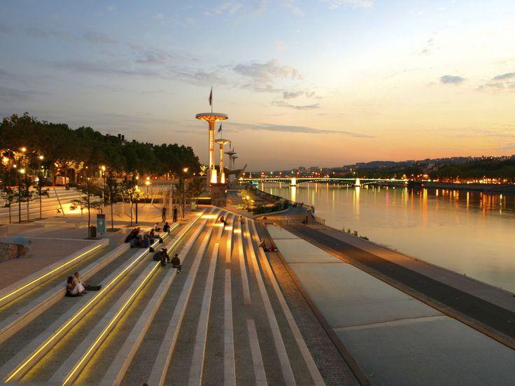 L'été arrive, il est temps de #piqueniquer sur les berges du Rhône ! #coucherdesoleil #été