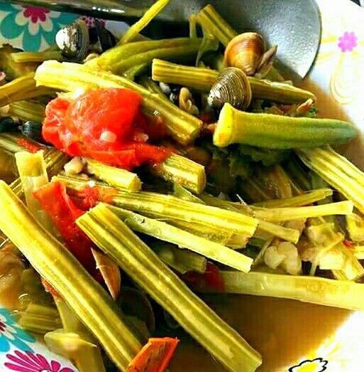 Dinengdeng na bunga ng Malunggay (Moringa fruit)