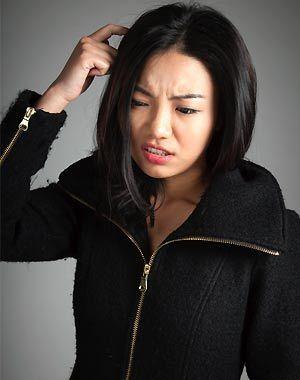 ¿Por qué sale caspa? http://www.guiasdemujer.es/browse?id=5806&source_url=http://www2.esmas.com/mujer/belleza-y-moda/cabello/705654/que-sale-caspa/