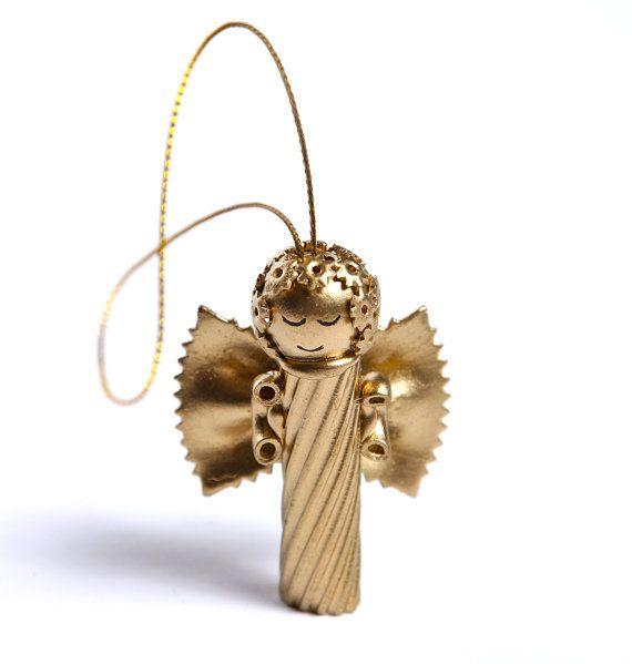 Conjunto de 3 Ángeles hecha de pasta. Hecho a mano, cubierto con gold spray. Altura 2,3 pulgadas y 1,6 pulgadas de ancho. Conveniente para adornar el árbol de Navidad, etiquetas de regalo o decoración del hogar.