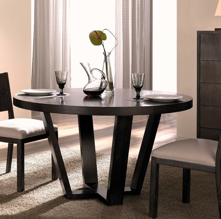 Mesa fija en madera de Nogal Español. Se fabrica a medida. http://www.internamaste.com/mesas-comedor/mesa-comedor-redonda-t-726_144/0.asp