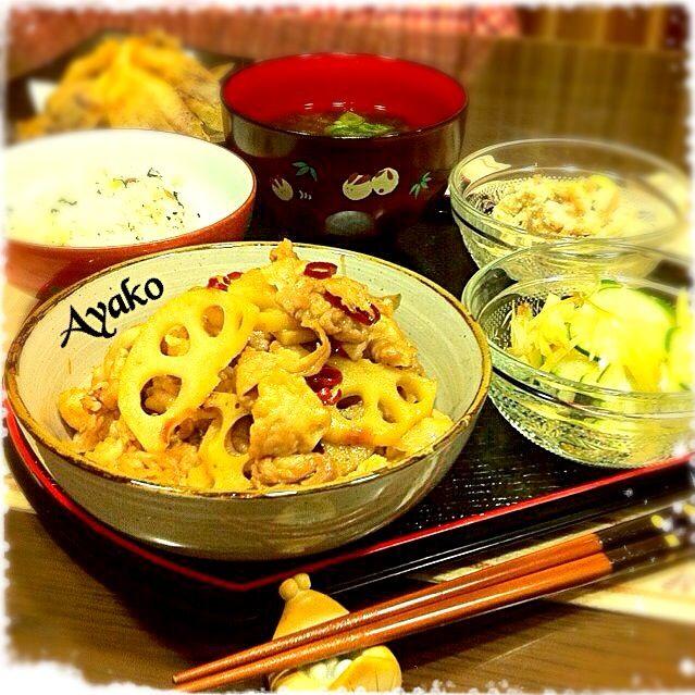 今日は、ちょっとづつ色々おかず♪ 庭で育てた茗荷が沢山採れたので、天ぷらにしてみました♡シャキシャキ茗荷、お酒のおつまみにぴったりだね〜(*^^*) - 120件のもぐもぐ - 蓮根と豚肉のおかずきんぴら、 きゅうりの茗荷あえ、こんにゃくの白和え、梅しらすご飯、あおさの味噌汁、茗荷の天ぷら by ayako1015
