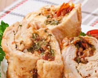 Roulé de poulet minceur au fromage frais : http://www.fourchette-et-bikini.fr/recettes/recettes-minceur/roule-de-poulet-minceur-au-fromage-frais.html