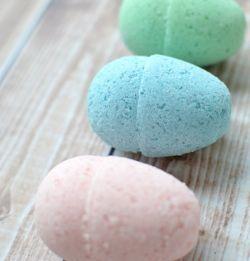 ■シルクのバスボム シルクの保湿と滑らかさが好きで、大好きなバスタイムでも使ってみたくてチャレンジしたレシピ