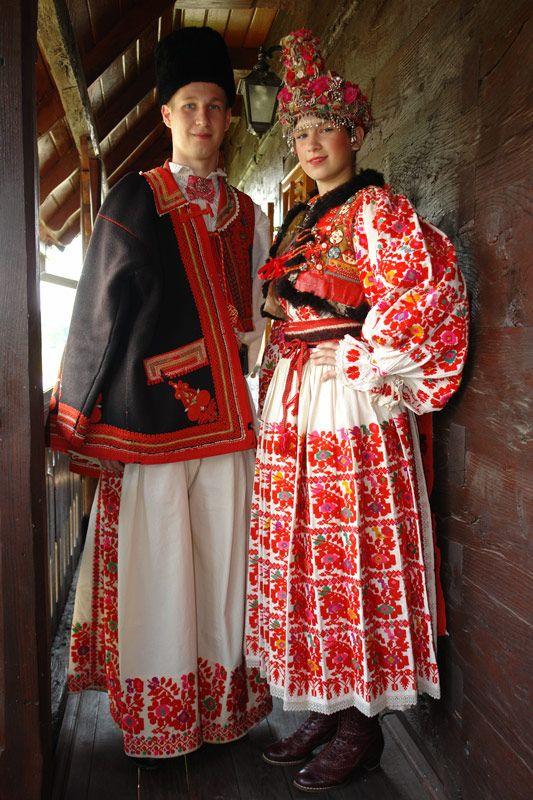 Croatia, Turopolje, Blato © Rental workshop of national costumes. Mladenci opremljeni za vjenčanje.