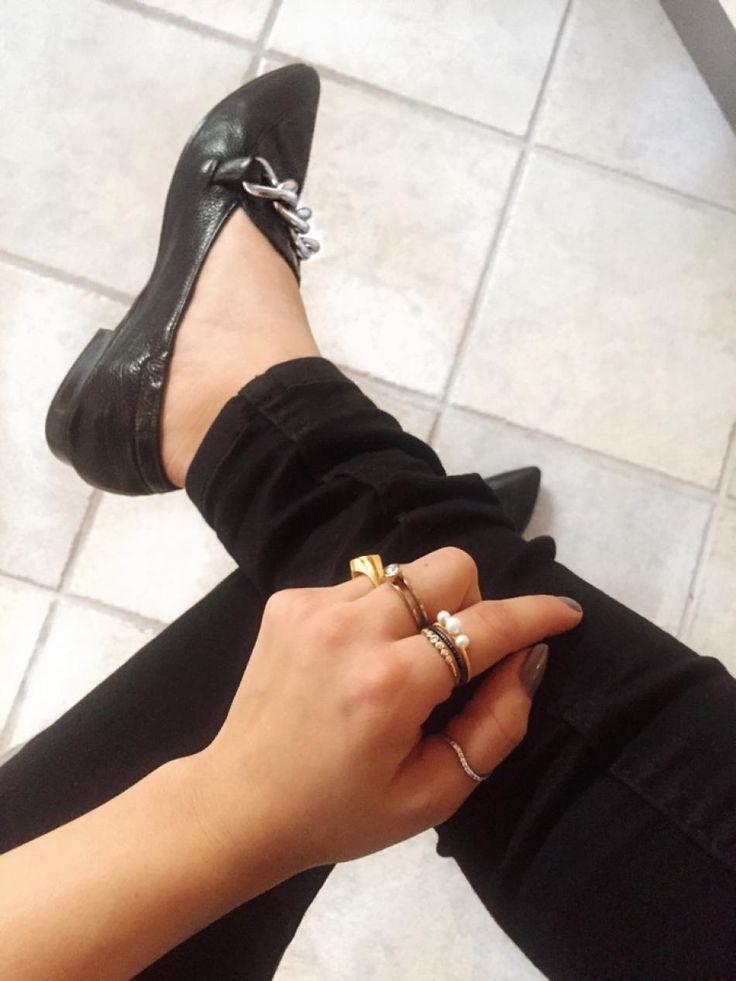 Mit yndlings hverdags look er... sorte jeans og basic items sammen med en masse smykker og små detaljer.