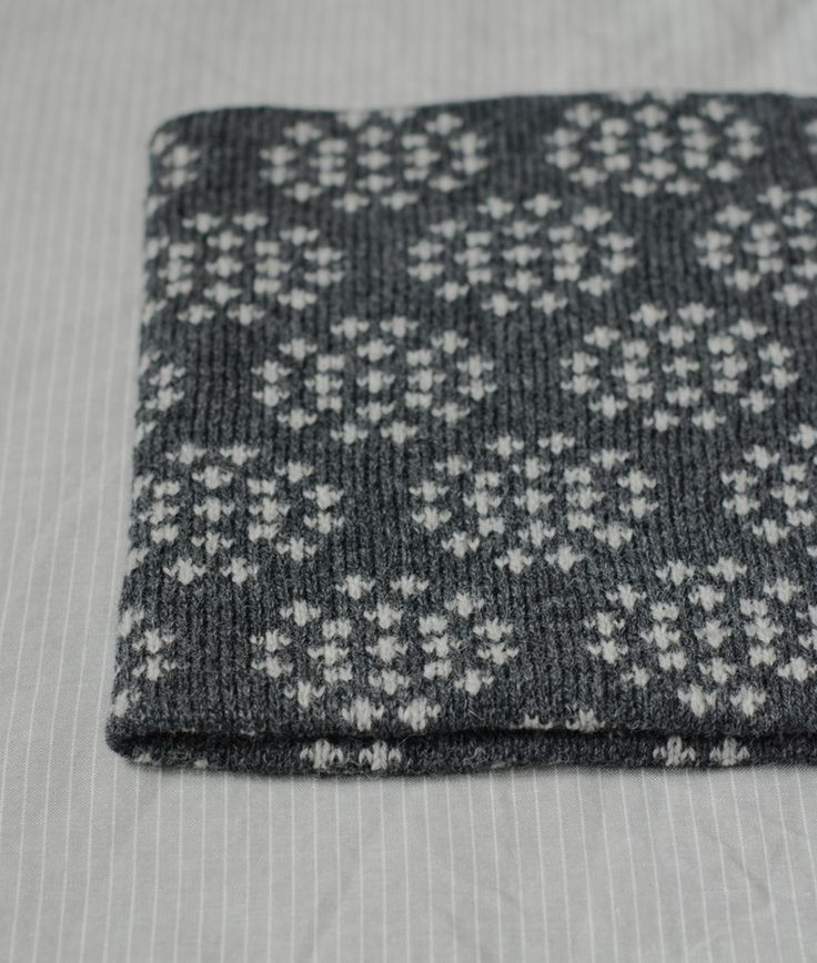 Image of Cow Parsley Cowl in Slate/ Silver