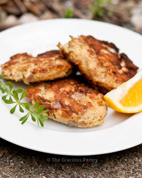 Clean Eating Tuna Patties Recipe: 3 (5 oz.) cans water packed tuna, no added salt, water drained 3 eggs 2 tbsp lemon juice (about 1/2 a large lemon) 1/2 cup chopped red onion 1 tsp dried parsley 1/2 tsp dried dill 1 tsp garlic powder (add quick oats if too runny)  Oil for cooking