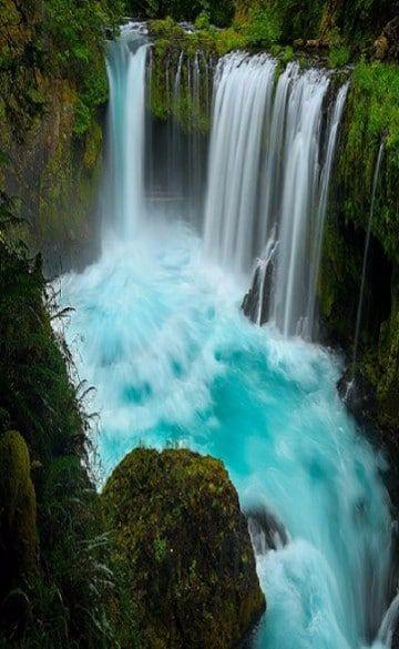 Hoy te traemos estas bellas imagenes de cascadas de agua azul, dignas de hacernos recordar que nuestro planeta es un lugar singular en donde debemos