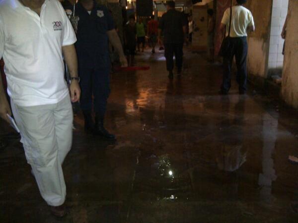 Por los pasillos tétricos de la peor cárcel del país, #Tacumbu, 22-11-13. Tiene 3975 y su capacidad es p/ 1500