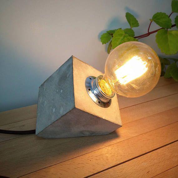 Mira este artículo en mi tienda de Etsy: https://www.etsy.com/es/listing/530283893/lampara-mesa-industrial-cemento