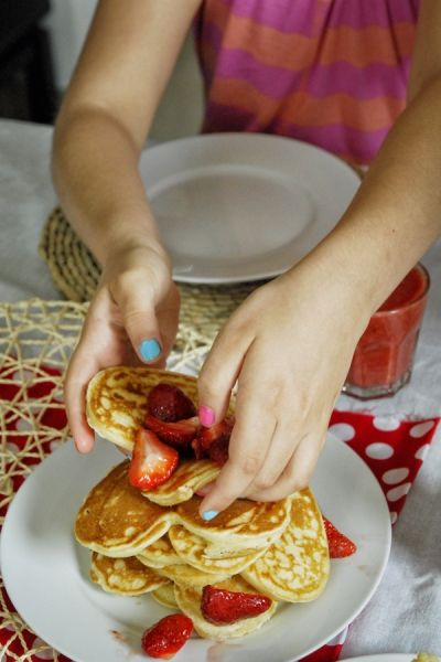 American strawberry pancake. Let the kids make it! // Az amerikai epres palacsinta receptje / Éva Magazin