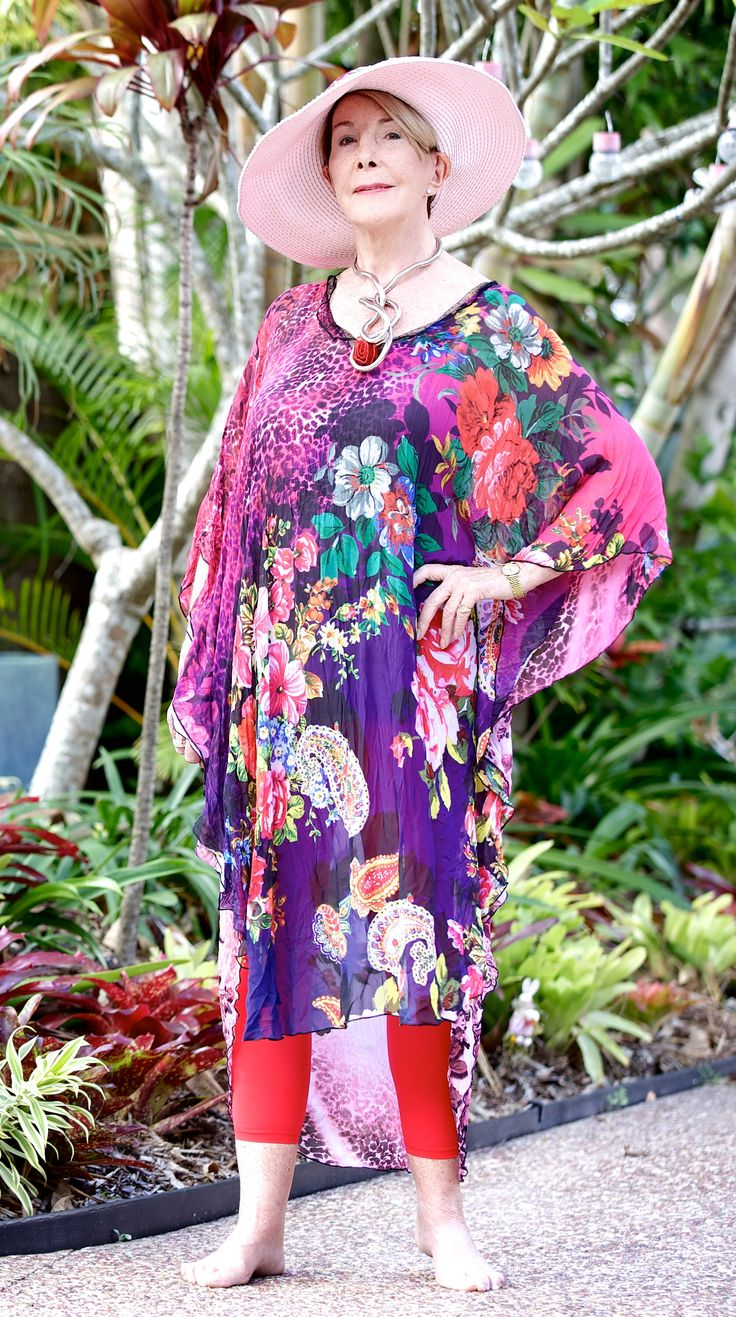 Turn the heads with this bright and colorful kaftan, wear with leggings, jeans pants, dress or whatever. Tie with a scarf or belt around the middle or knot one side. Beautiful!
