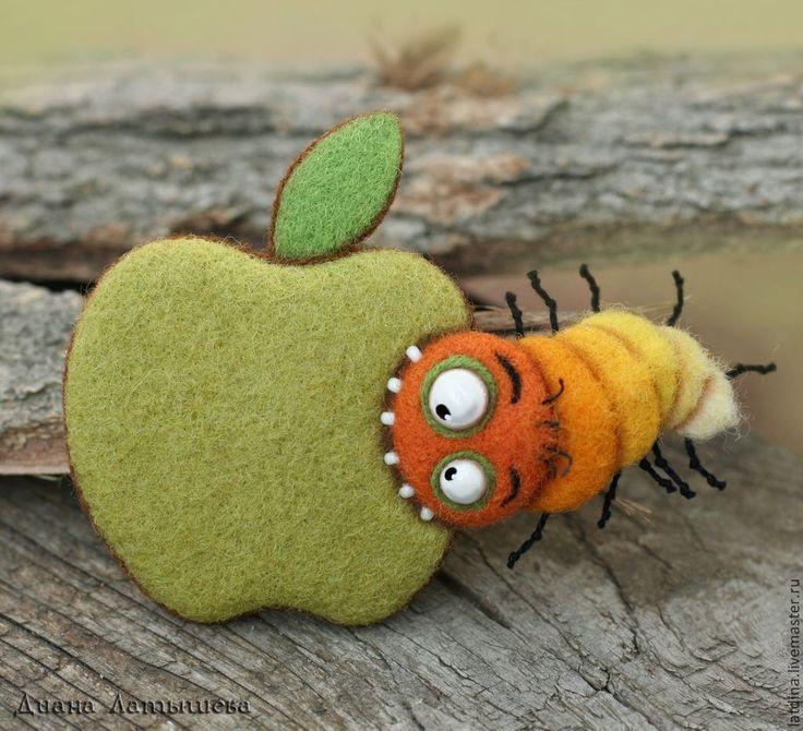 Купить AppleГРЫЗ гусеница )) брошь - магнит на холодильник, магнит, Валяние, брошь, магнит из шерсти