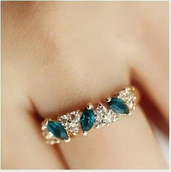 R057 Latest Fashion  Sweet Retro Feel Emerald Flash Imitation Diamond Rings Women Jewelry Factory Direct