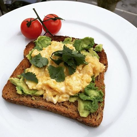 Let's hear it for the scrambled eggs cooked in @lucybeecoconut oil served with avocado on toast  #EggsMe  #leanin15 #food #nutrition #health #fitness #foodie #breakfast #brunch #foodporn #fitfam