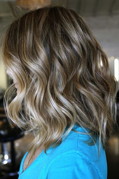 These highlights are the epitome of natural looking. Her hair looks like it has been kissed by the sun.  Pinned byAndrea Lundquist via Neil...