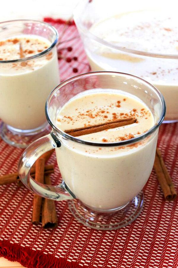 Eggnog Punch Recipe : perfect for holiday parties or Christmas Day with the family (non- alcoholic unless you want to add rum!)