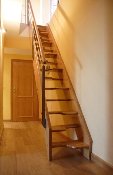 Las 25 mejores ideas sobre escaleras para espacios - Modelos de escaleras de madera ...
