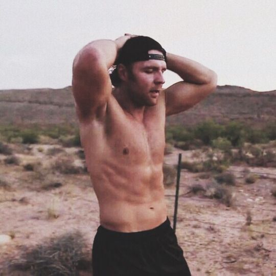 Shirtless Dean Ambrose <3 XD