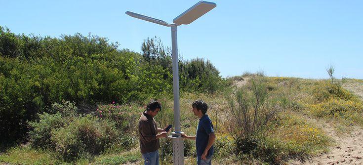 Bdu - Skyler: cargador solar diseñado para que recargues tu movil o tablet en puntos de tu ciudad #bdu #mobiliariourbano #cargadorsolar #bcn #proyectos