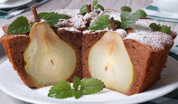 Руски пирог с цели #круши - Рецепта. Как да приготвим Руски пирог с цели круши. Брашното се пресява заедно с какаот...