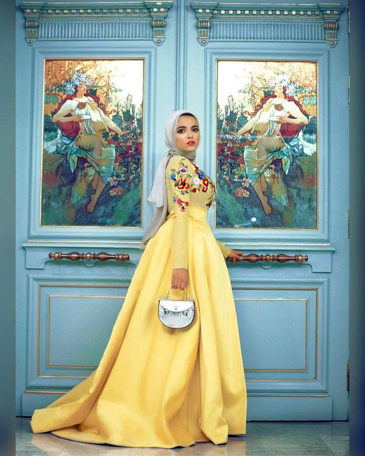 "22.2b Beğenme, 208 Yorum - Instagram'da Sahar Foad (@saharfoad): ""I wanted to standout in my sister's wedding so I chose to wear from @hebaedris_hc . . Photo taken…"""