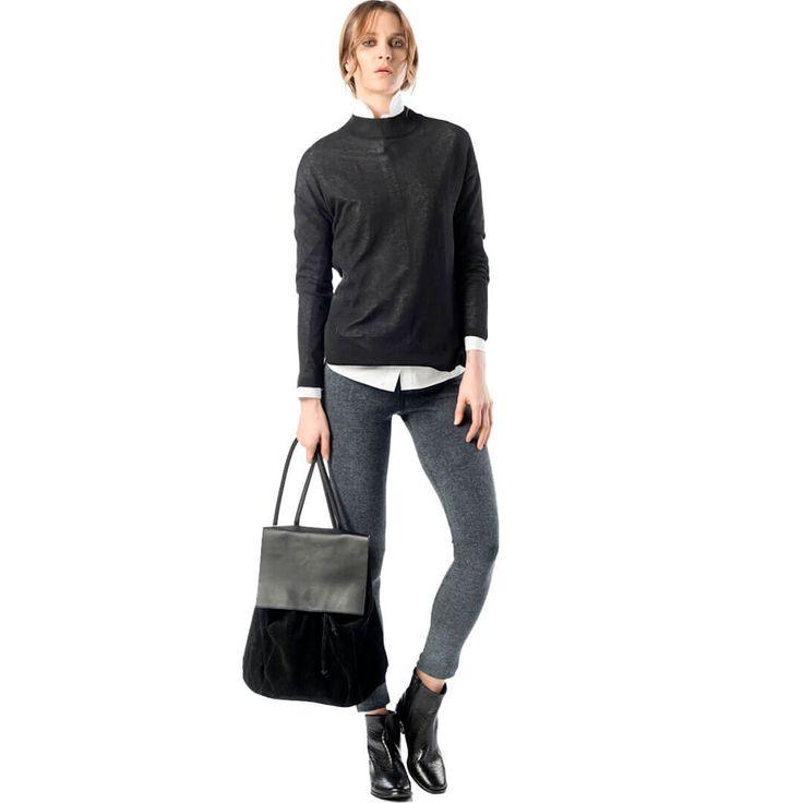 Kombin olarak siyah tonlu bir mont ve çizme ile şık bir görünümü rahatlıkla yakalayabilirsiniz. Çanta olarak da yine renkli olmayan bir çanta size yakışacaktır. Alternatif olarak beyaz bir tişört, spor bir kolej ceket ve ayağınıza giyeceğiniz babet yine iyi bir kombini oluşturacaktır.