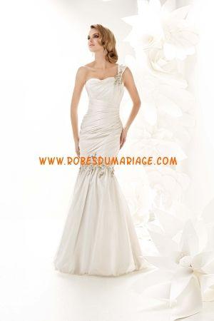 Simone Carvalli belle robe de mariée sirène asymétrique décorée d'appliques taffetas Style 90011