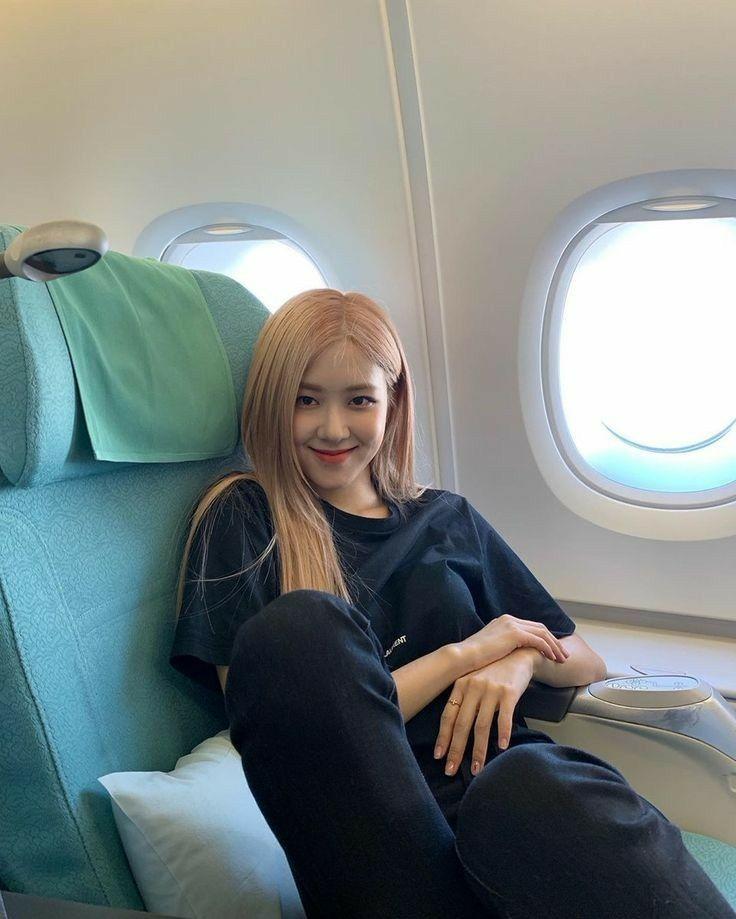 Rose Blackpink In Airplane Black Pink Black Pink Kpop Blackpink Rose