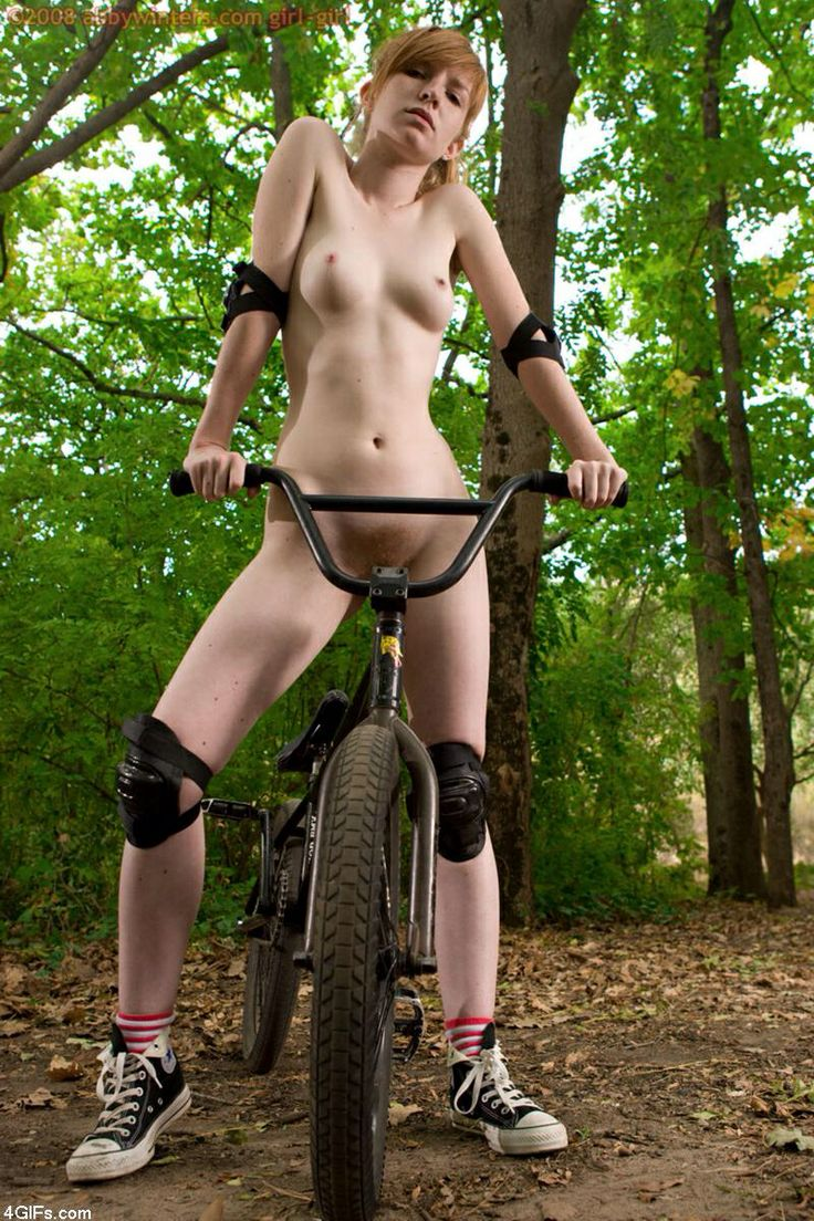 Can not Girls xxx on bicycle