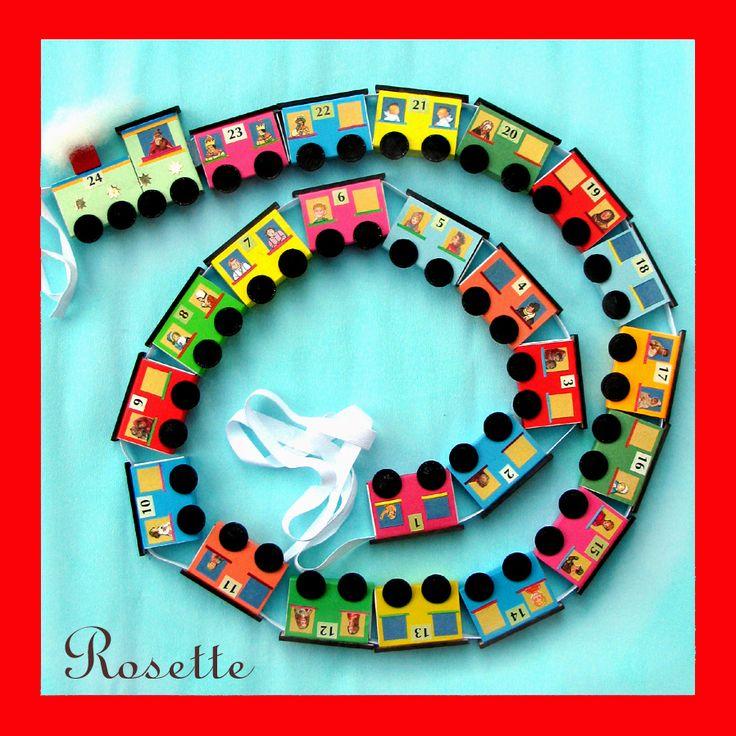 Vánoční mašinka - adventní kalendář Vláček z krabiček od sirek navlečených na…