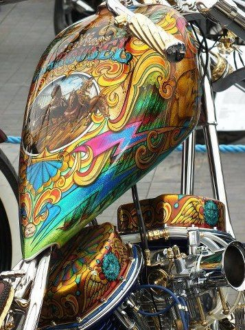 Custom paint job on bike....i like it!