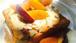 Bostock à l'érable et aux amandes, poêlée d'abricots