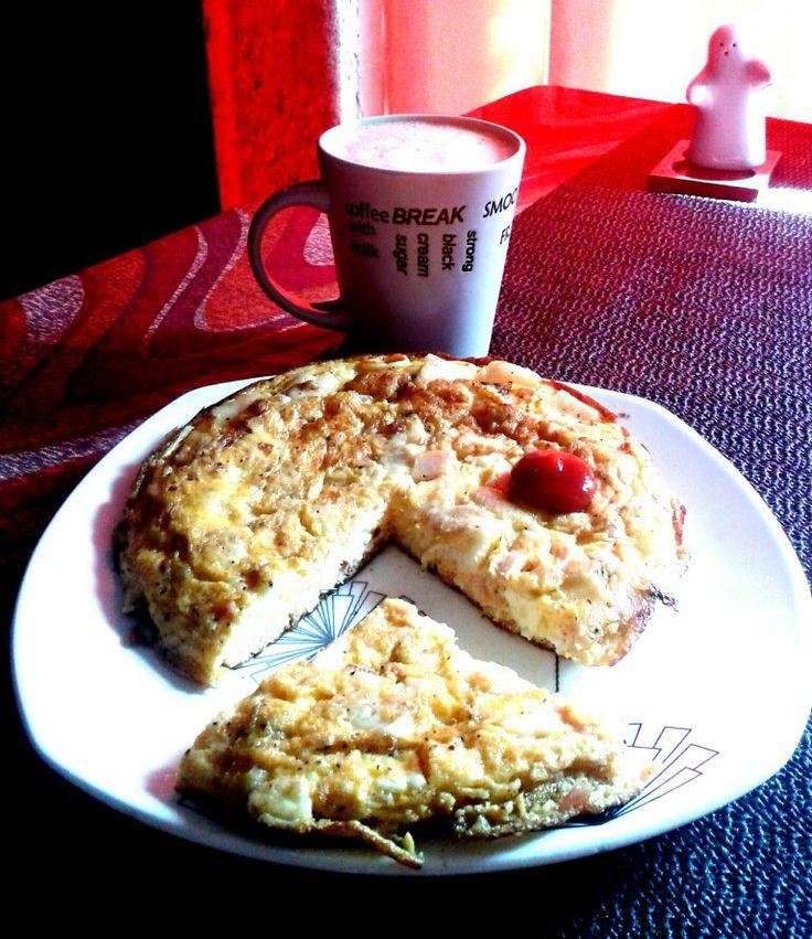 Tortilla paisa: eggs, arepa, bacon, fresh fried cheese, jamon. (looks like packman)