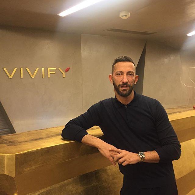 Vivify for men❕ Ο γνωστός PR Manager @hdavlas απολαμβάνει στιγμές χαλάρωσης στο Vivify Συντάγματος❕ #vivify #vivifyyourself #menstyle #men #health #beauty #businessman