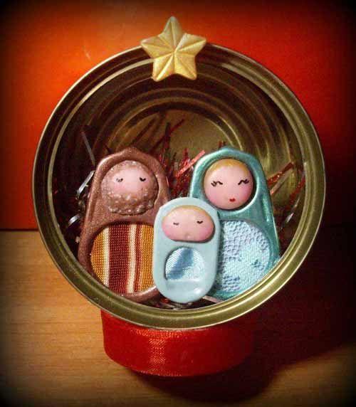 manualidad de nacimiento navideño en una lata de atún