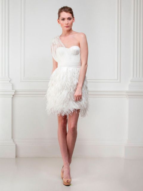 Vestido de Novia de un Solo Hombro con Plumas