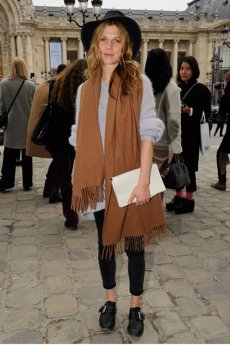 French Street Style of course i love this: oversized scarf and a hat