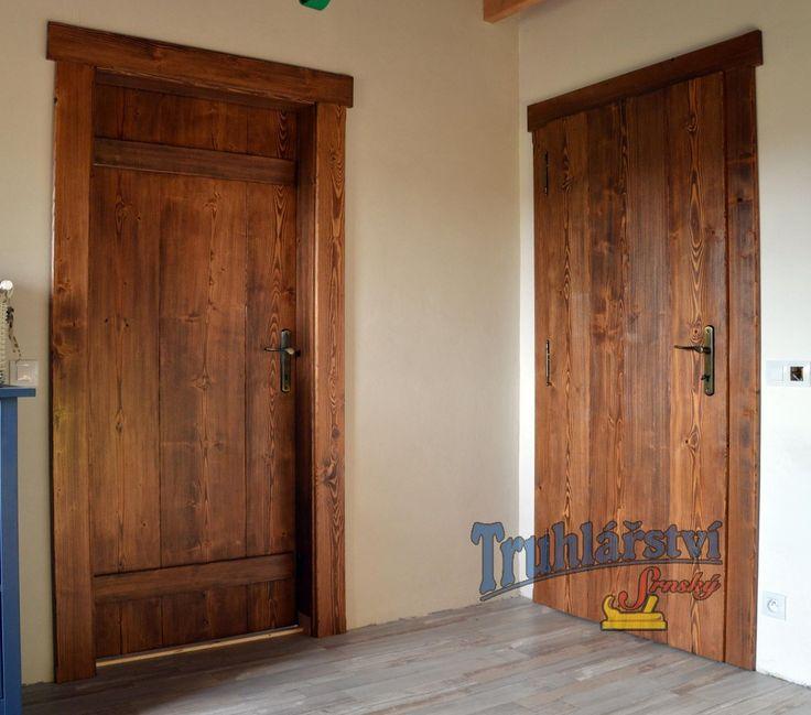 Fošnové vnitřní dveře svlakované, obložková zárubeň, smrkové dřevo, drásané, nátěr olejovou lazurou OSMO.