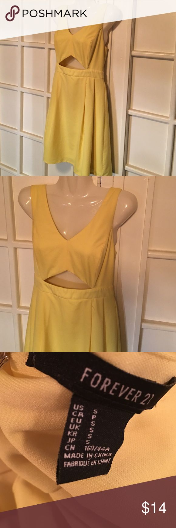 Keyhole DRESS by FOREVER 21 👘 This is adorable and done in a beautiful pale yellow. 🔑 Keyhole front, zippered back. EUC Comes from a smoke free home 🏡 Bundle & save! Forever 21 Dresses