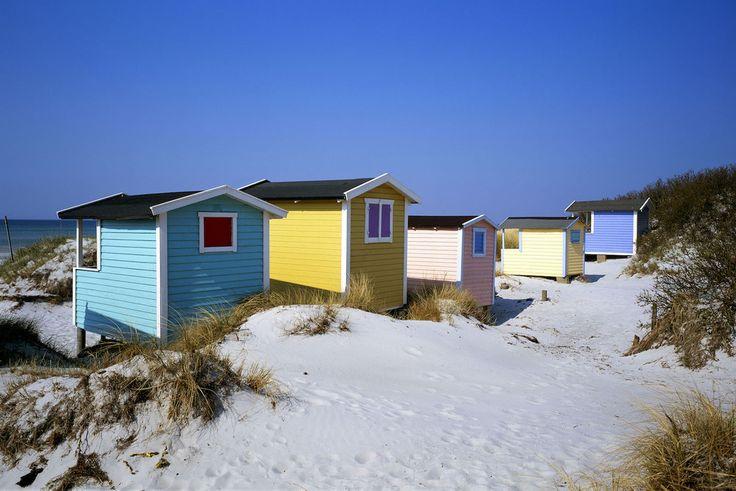 Witte zandstranden, hoge duinen en kleurige badhokjes. Bij Zweden denken de meesten niet aan een strandvakantie. Maar de weidse stranden en de lange, warme zomers maken de Zuid-Zweedse Rivièra de ideale plek om je handdoek uit te rollen.