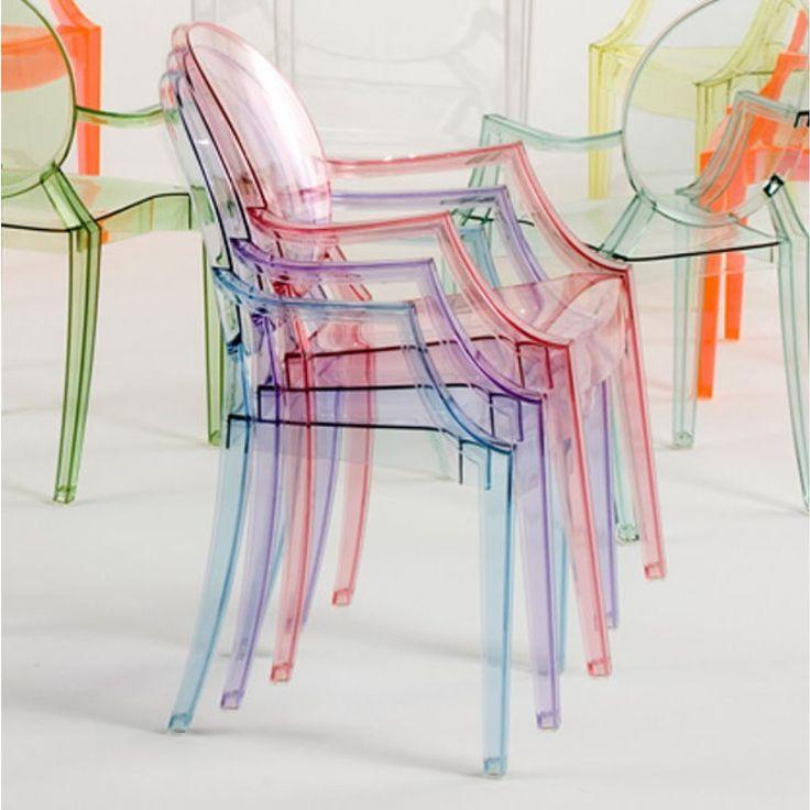 Chaise empilable Louis Ghost par Kartell avec accoudoirs en polycarbonate transparent