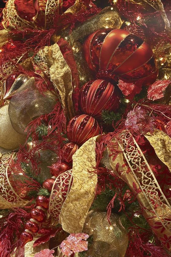 Christmas decoration ideas: Christmas 45, Traditional Christmas, Decor Ideas, Christmas Red, Christmas Decorations, Christmas Baubles, Christmas Holiday, Christmas Traditional, Holiday Decor