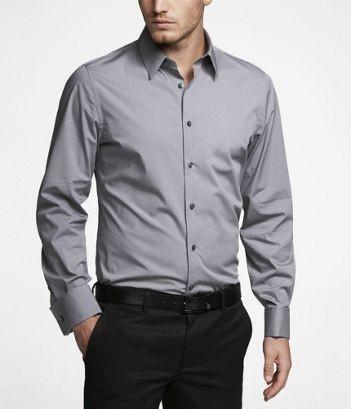 Áo sơ mi nam Express màu xám, tay dài dạng ôm eo. Áo có chất liệu thun nên mặc rất thoải mái. áo thích hợp vào những dịp tham dự dạ hội, làm việc văn phòng.