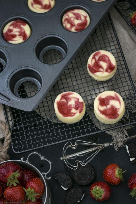 Mini-Cheesecakes mit Oreo-Boden und Erdbeerpüree - ganz leicht herausnehmbar, dank losen Böden - meine Kooperation mit Lakeland