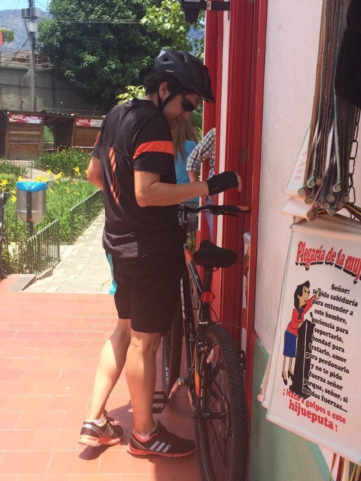 """Los deportistas también son una gran parte de los visitantes del Pueblito Paisa, sobre todo los domingos que se da la Ciclovía en Medellín, pues este lugar se convierte en el """"remate"""" del plan del domingo, según cuenta Andrés quien sube por lo menos una vez al mes después de montar una hora en bicicleta."""